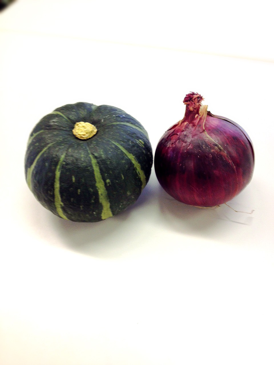 モチーフは坊ちゃん南瓜と、アーリーレッド。紫色の光沢が綺麗な玉ねぎみたいなやつですね。